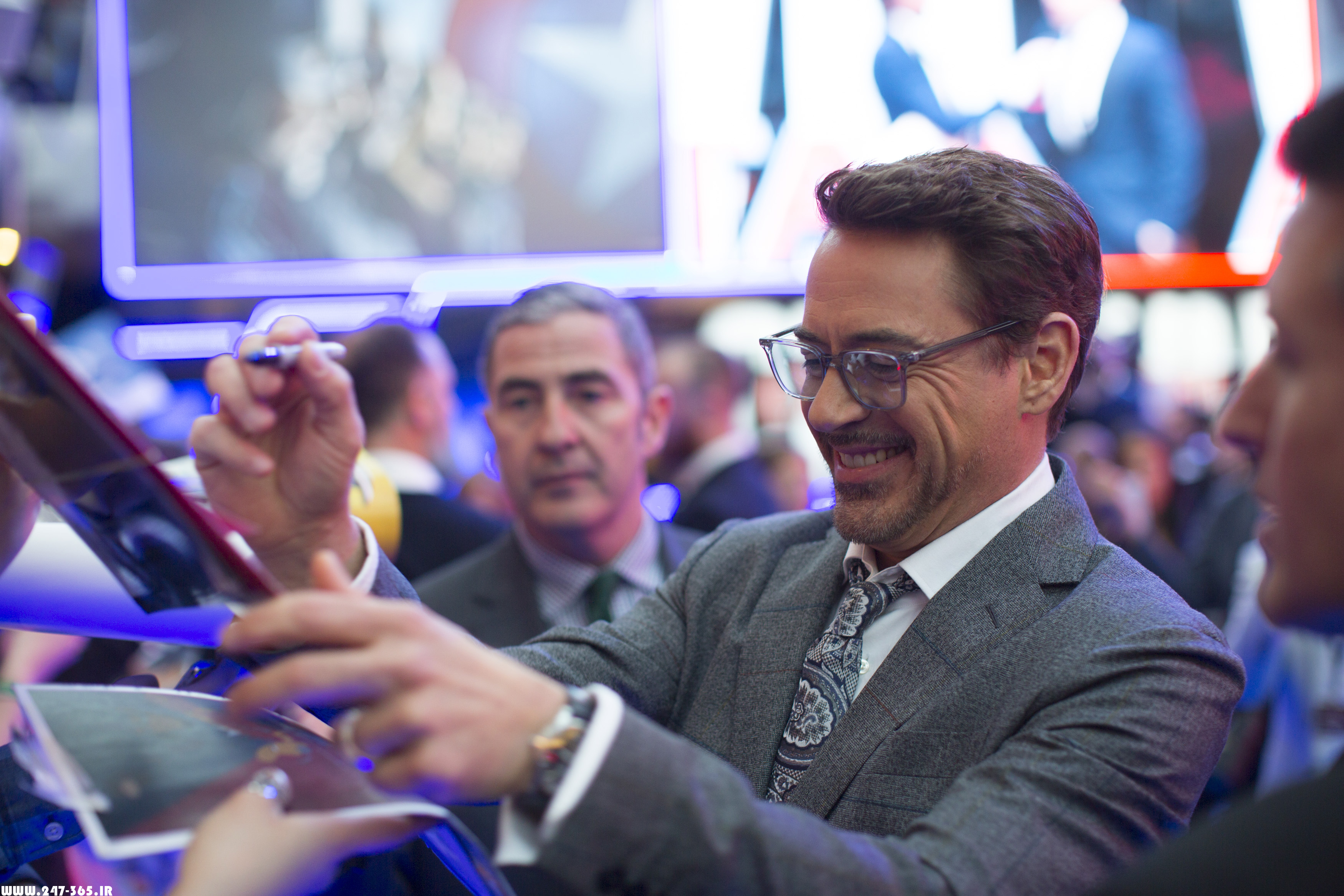http://dl.247-365.ir/pic/celebrity/robert_downey_jr_3/Robert_Downey_Jr_3_01.jpg
