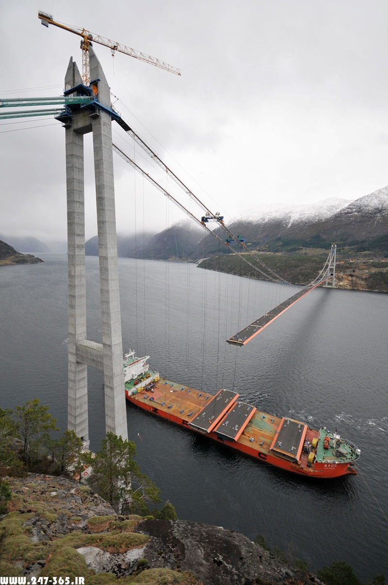 http://dl.247-365.ir/pic/pol/hardanger_bridge/Hardanger_Bridge_04.jpg