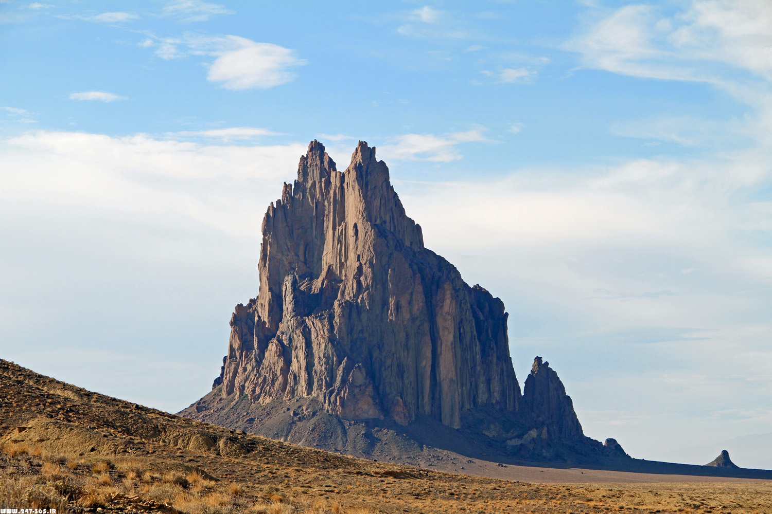 http://dl.247-365.ir/pic/tak_ax/Shiprock_Mountain_in_New_Mexico.jpg